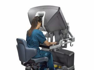 img134_xi_surgeon_at_console_high_res_185170